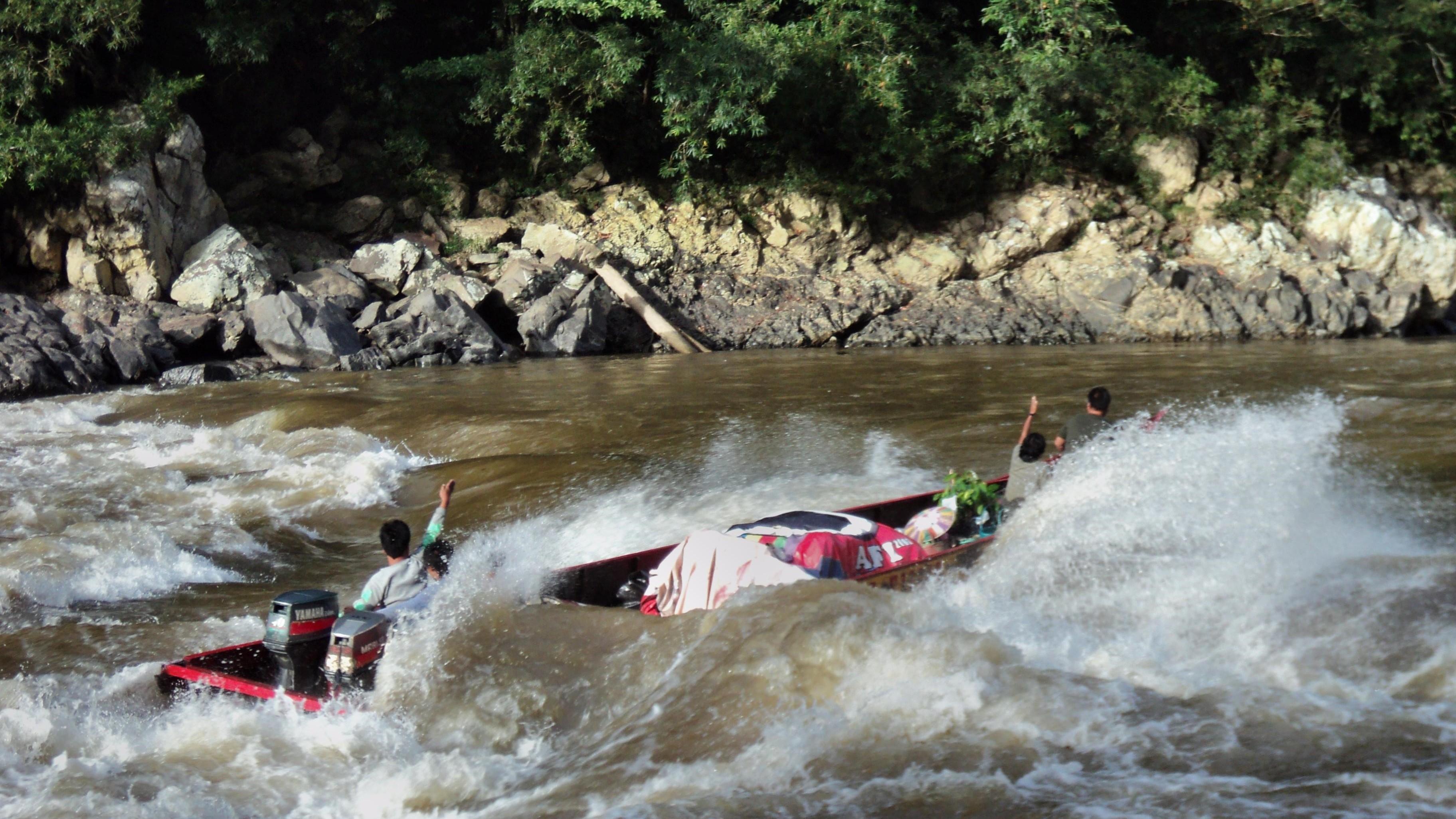 kayan river adventure jungle trek borneo indonesia kalimantan guide tour trip kayan mentarang dayak